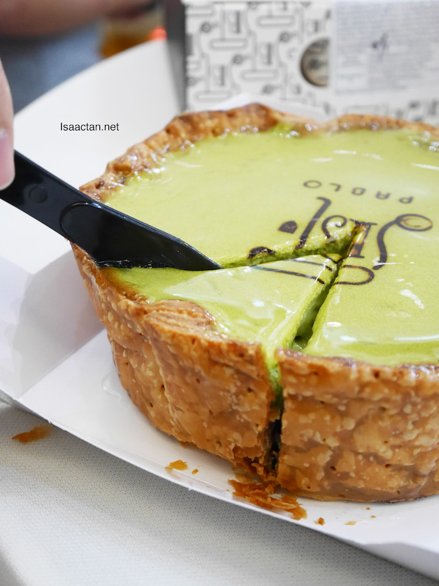 Cutting the Pablo Matcha Cheese Tart