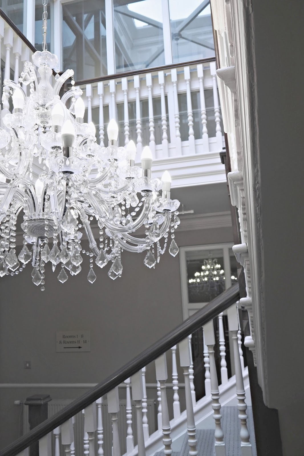 100 kings chandelier chelsea chandelier crystal and brass the kings head hotel wimborne copper garden aloadofball Image collections