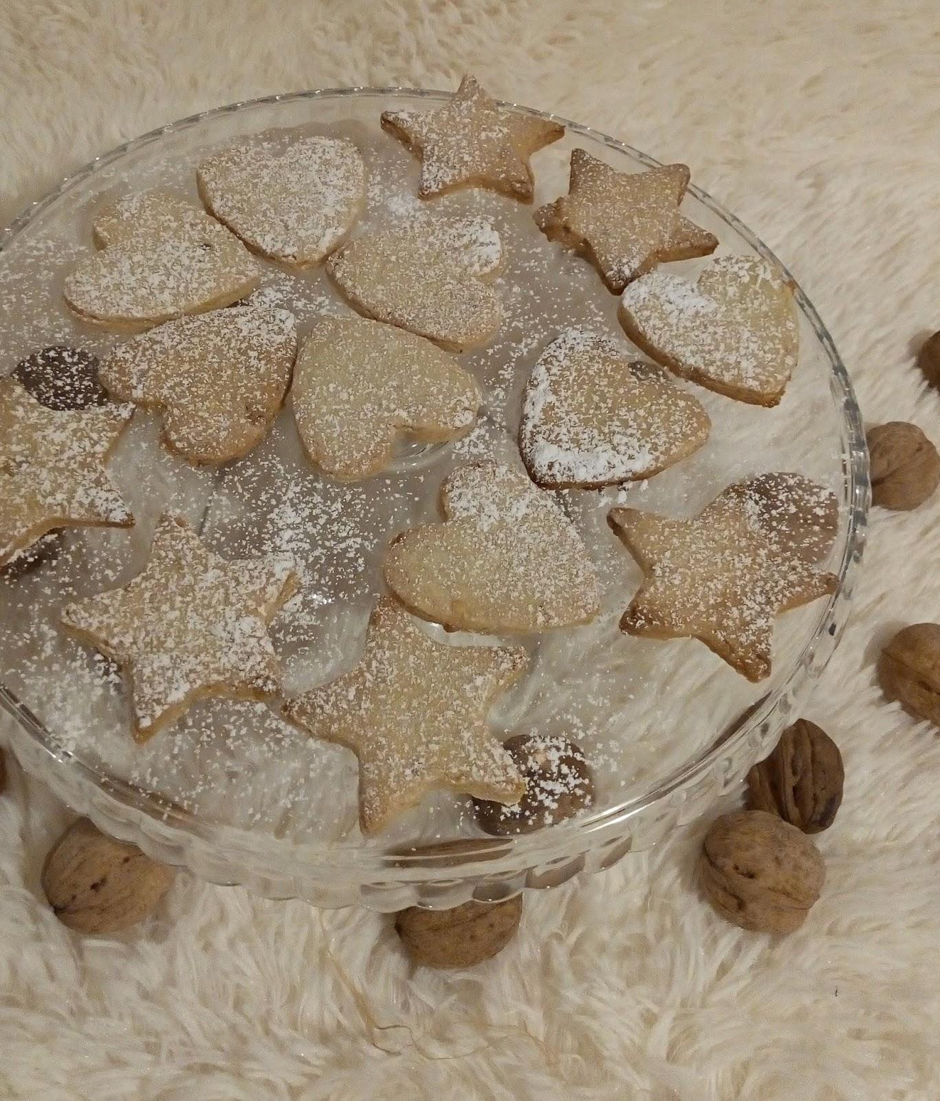 Przepis na świąteczne małe co nie co - ciasteczka orzechowe.