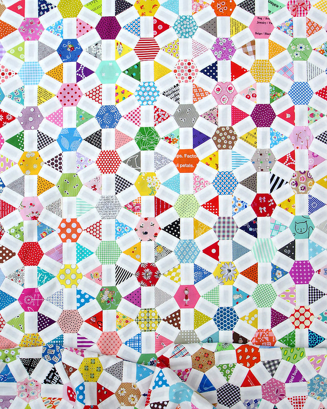 Wagon Wheel Quilt | English Paper Piecing | © Red Pepper Quilts 2017