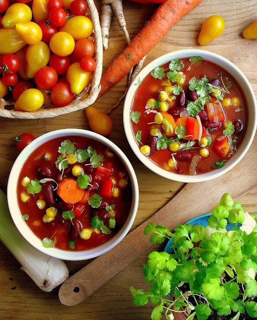 Zupa fasolowa po meksykańsku / Spicy bean soup