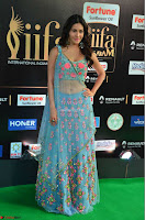 Amyra Dastur in Flower Print Choli Transparent Chunni at IIFA Utsavam Awards 17.JPG