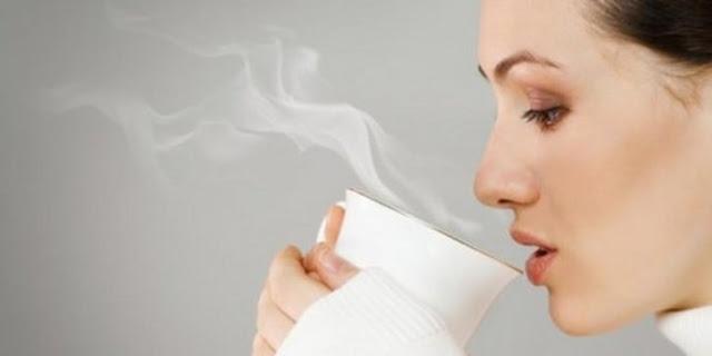 5 manfaat minum air hangat di pagi hari - Sehat Media