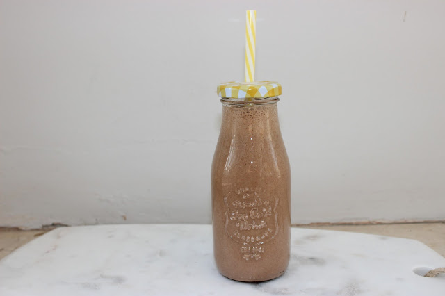 energy boosting peanut butter, banana and chocolate smoothie