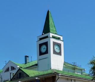 Пінськ. Поліський університет. Вуличний годинник