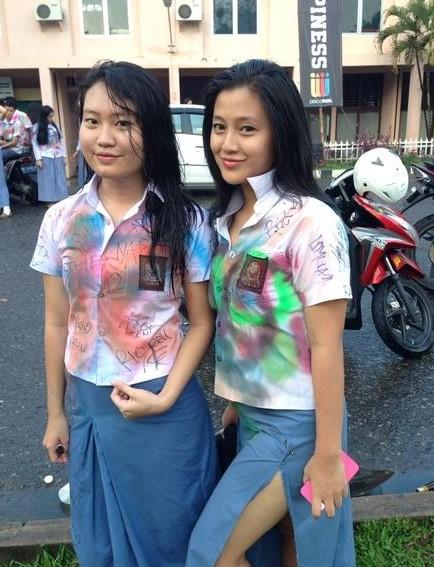 Foto Hot Gadis SMK Pamer Toket Dan Paha Mulus di depan Kamera
