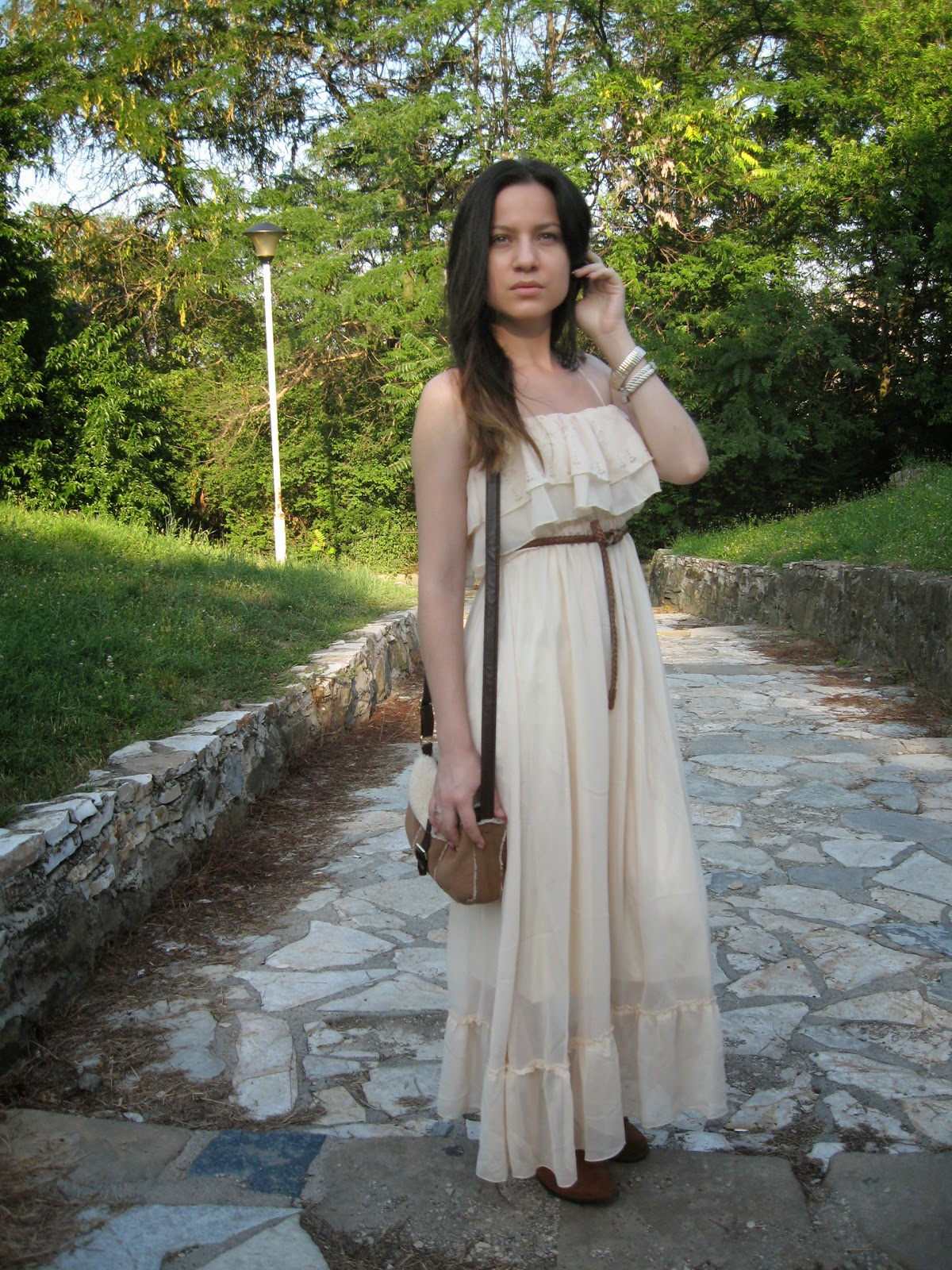 beige ruffled maxi dress, flat tan boots, tan over the shoulder bag, casual look, neutrals