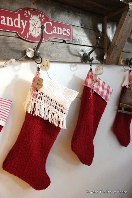 farmhouse decor, rustic Christmas, stockings, thrift store, https://goo.gl/xpejCP