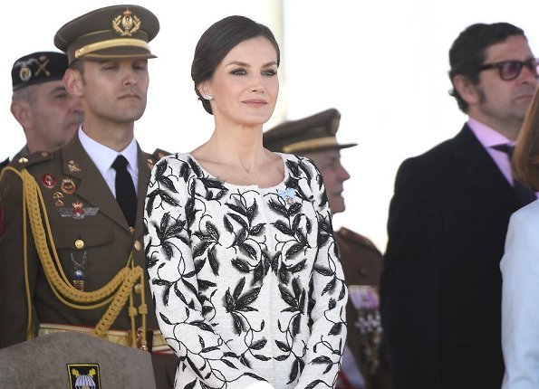 Queen is wearing her Felipe Varela dress. similar Oscar de la Renta dress