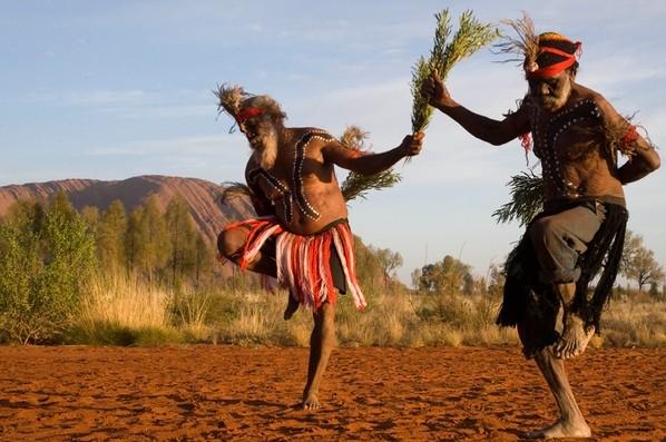 Chiusa la Montagna Sacra Uluru in Australia su richiesta degli aborigeni Anangu
