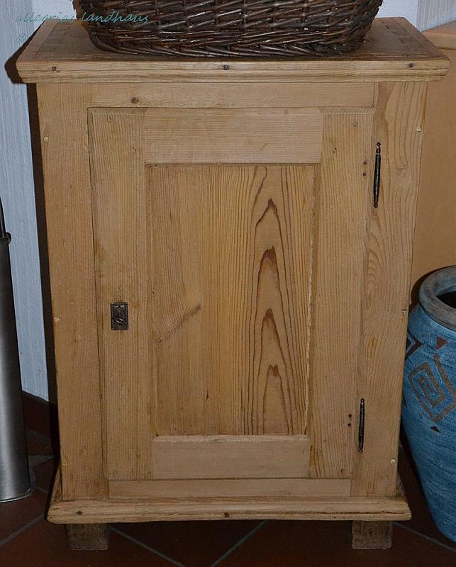 Ein altes Schränkchen wird zum Waschtisch - Allegrias Landhaus | {Waschtischplatte holz mit schublade 39}