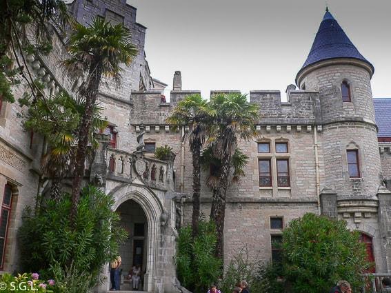 Fachada principal del castillo de Abbadie