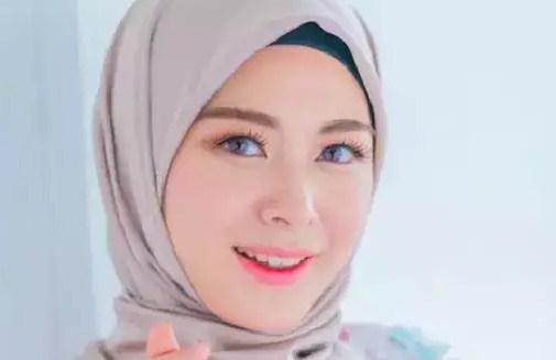 Gaya Hijab Ayana Moon Korea