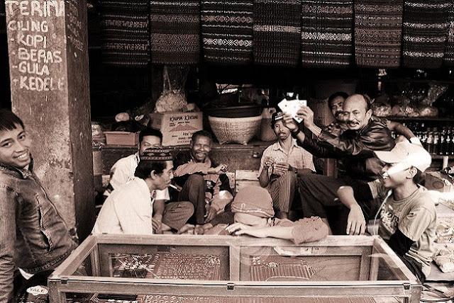 Penjual Di Pasar Ruteng, Manggarai, Flores