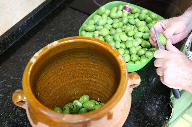 Preparación para el endulzado de aceitunas