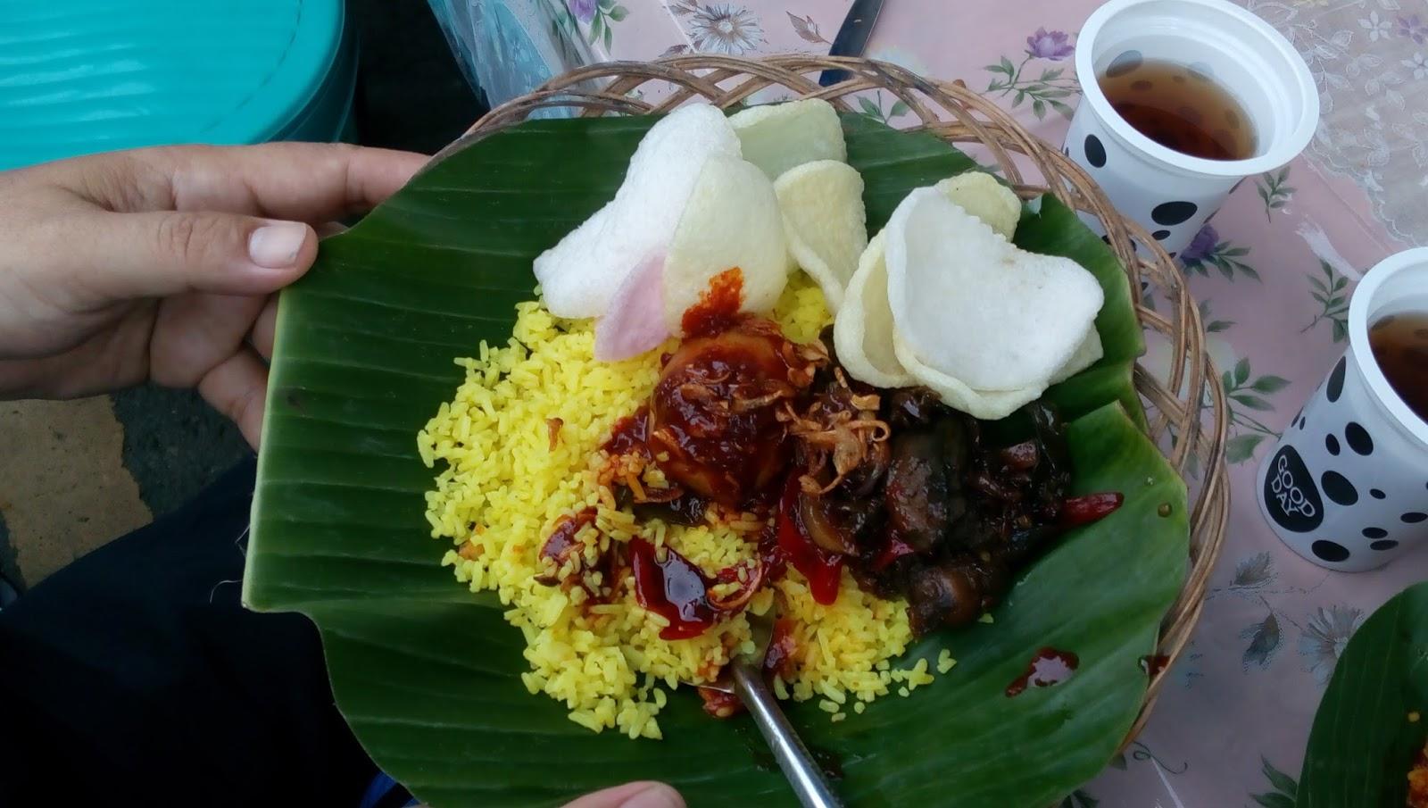Unforgettable Nasi Kuning Masak Habang - Ayam Saus Melon