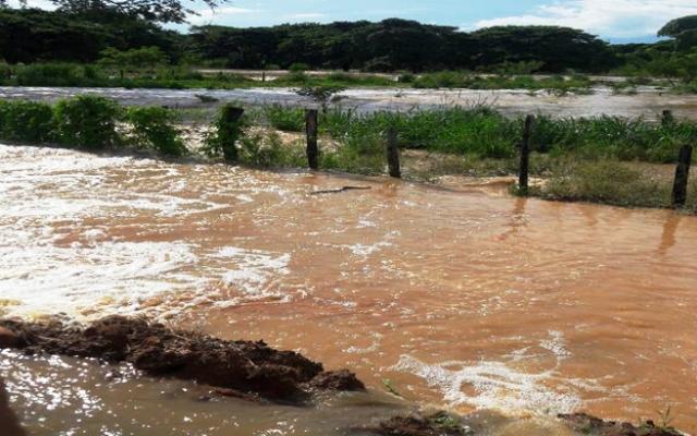 lluvias-causan-inundaciones-y-colapsan-via-a-perija