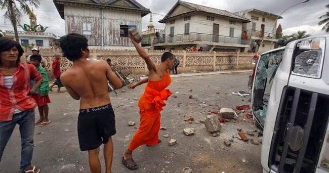 """Buddhis: """"Akan Kami Bunuh Semua Muslim di Myanmar ..."""