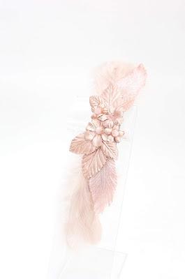 2019 Oro Rosa 01 Tocado y adorno hombro