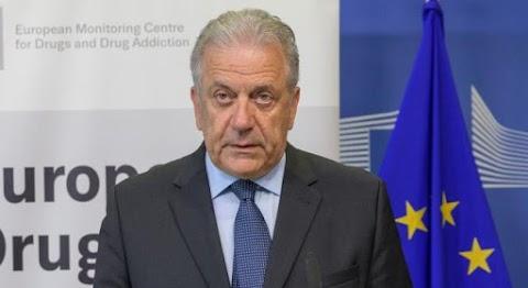 Lebukott! Kenőpénzt fogadott el az EU-s migrációs biztos