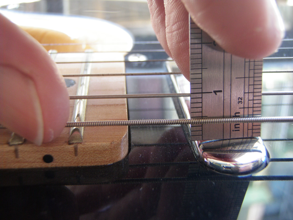 Adjusting the neck pickup height on a Fender Telecaster