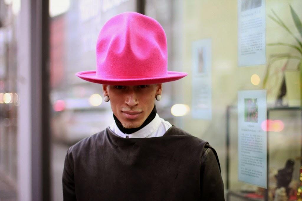 O chapéu usado pelo cantor e que deu tanta repercussão no Grammy é um  remake dos anos 80 5fdc3ff9507