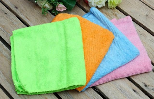 Dùng khăn mềm để lau màn hình 3