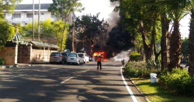 Laporan Langsung Terjadinya Ledakan-ledakan Bom di Surabaya
