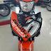 Sơn tem đấu Exciter 150 Ducati màu trắng cam đen