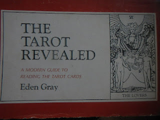 Pedroteixeiradamota maio 2017 a modern guide to reading the tarot cards new york bell publishing comp 1960 in 8 obl 120 pp fandeluxe Choice Image