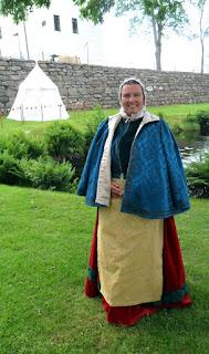 http://evashistoricalcostumes.blogspot.se/p/a-red-velvet-gown-in-16th-century.html
