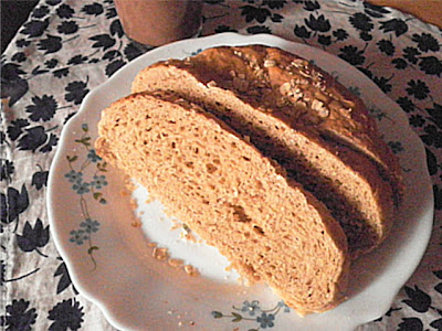 Vermont Oatmeal Brown Sugar Bread Recipe @ treatntrick.blogspot.com