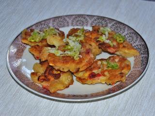 Placuszki makaronowe typu kolanka z kukurydza i papryką