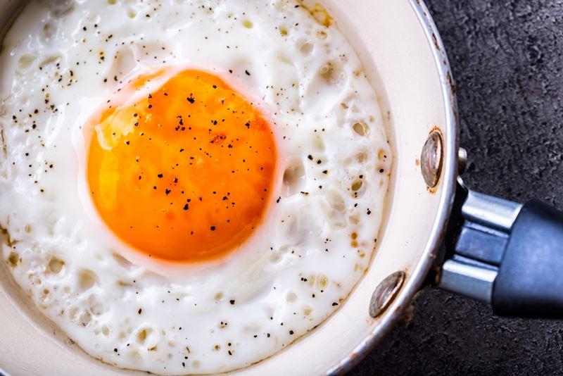 Hata: Yumurtayı kızgın yağda pişirmek / Uzun süre haşlamak