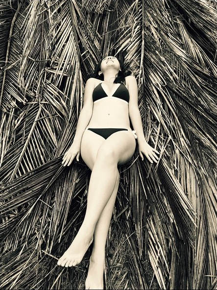 beauty gonzalez sexy bikini pics 04