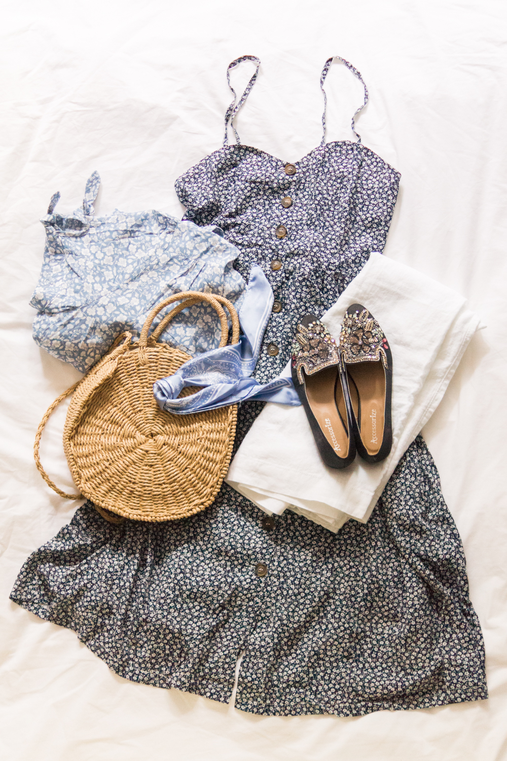 style-must-have-favourites-summer-flatlay-fashion