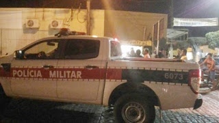 Bandidos em moto assaltam barraca no centro de Nova Floresta