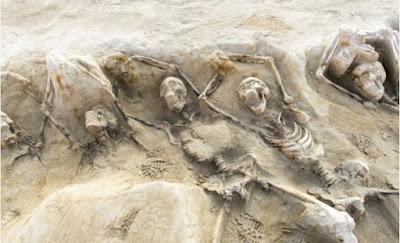 Διατηρείται προς το παρόν το συγκλονιστικό εύρημα του Φαλήρου με τους νεκρούς δεσμώτες