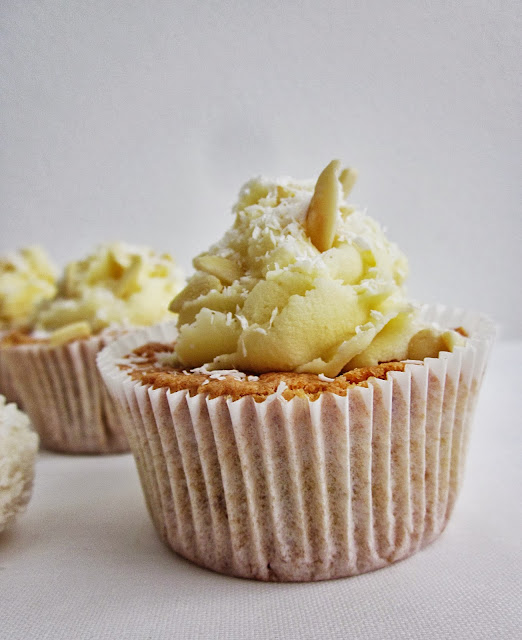 Raffaello-Cupcakes seitliche Sicht