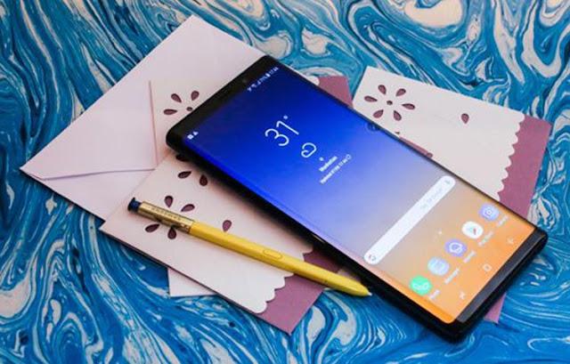 "Sempat menjadi buah bibir selama berbulan-bulan, Samsung Galaxy Note 9 pun resmi dilauching, Kamis (9/8/2018). Smartphone yang mengusung konsep ""The New Powerful Note""ini benar-benar powerful. Mulai dari fungsi canggih S Pen, memori yang besar dan daya tahan batrai yang luar biasa."