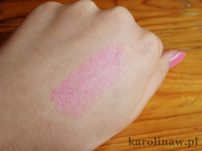 Baby Lips Pink Punch Maybelline kolor swatch na ustach na dłoni pielęgnuje recenzja opinia blog działanie