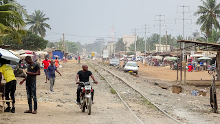 The further I walk outside of Lomé the poorer it gets