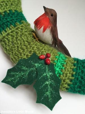 How to make a simple crochet Christmas wreath