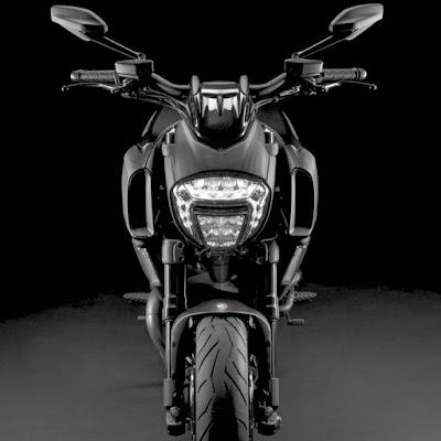 Ducati Diavel Titanium front headlight image