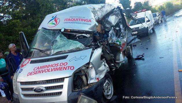 http://www.blogdofelipeandrade.com.br/2017/06/acidente-caminhao-colide-em-van-que.html