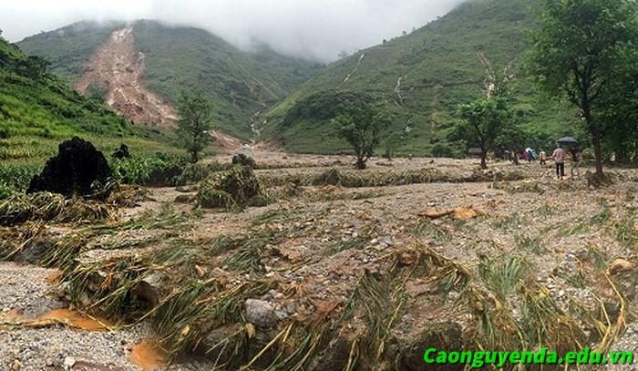 Khung cảnh tan hoang sau trận lũ tại thôn Lùng Lùn.