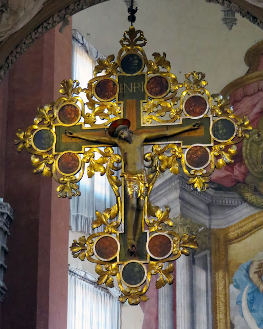 15th-century wooden crucifix, high altar, basilica of San Petronio, Piazza Maggiore, Bologna