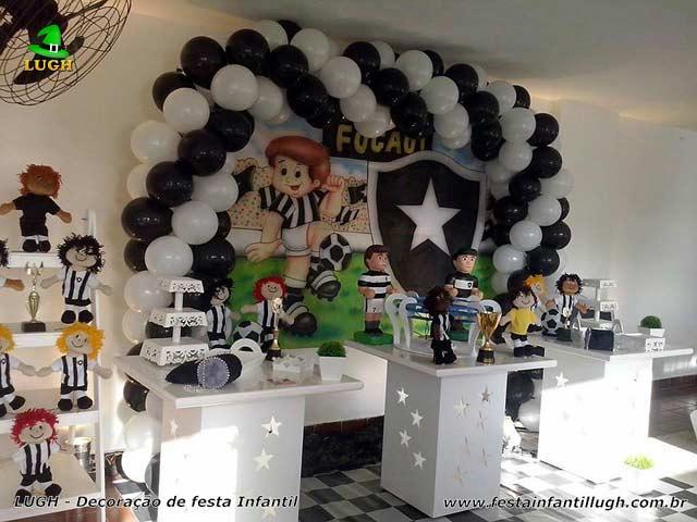 Decoração provençal para festa de aniversário com o tema do Botafogo - Mesa decorativa de futebol provençal simples