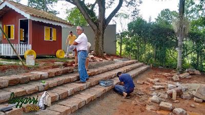 Execução da escada de pedra folheta.