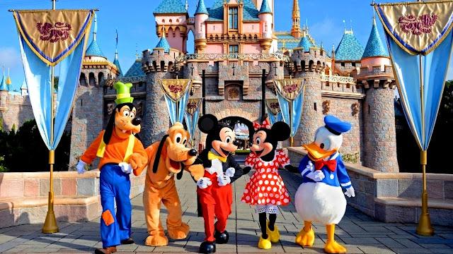 Objek Wisata Disneyland di California Amerika Serikat